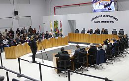 Câmara aprova dez projetos em sessão de protestos