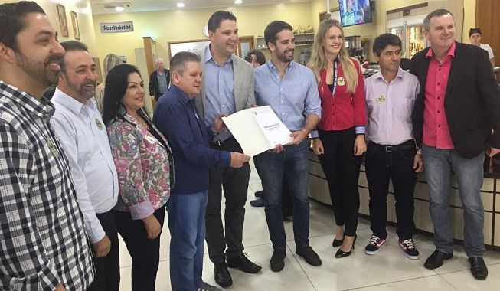 Bancada do PTB entrega carta de reivindicações ao candidato Eduardo Leite